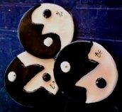 3 tao porta incensi di ceramica a forma di lente bicolore bianco e nero divisa secondo un motivo
