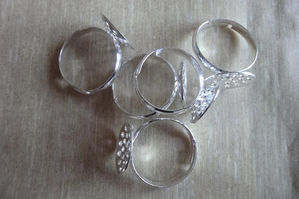 5 basi per anelli regolabili diametro disco forato 1 cm. color argento