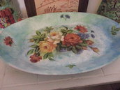 vassoio ovale  con motivi floreali
