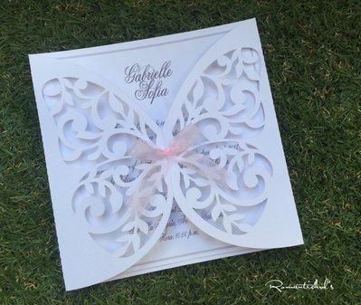 Partecipazione di nozze taglio forma di farfalla by Romanticards