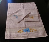 Asciugamano in spugna + 2 manopole