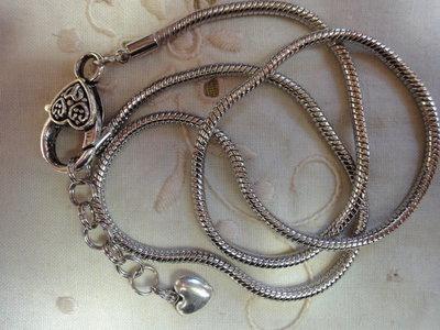 Collana base per perle a foro largo color silver diametro 3 mm. lunghezza 52 + 3,5 cm.