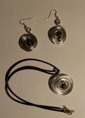 Parure realizzata con la tecnica wire e perline di ematite