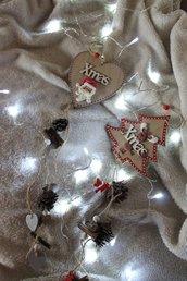 babbo e renna con catena di decorazioni
