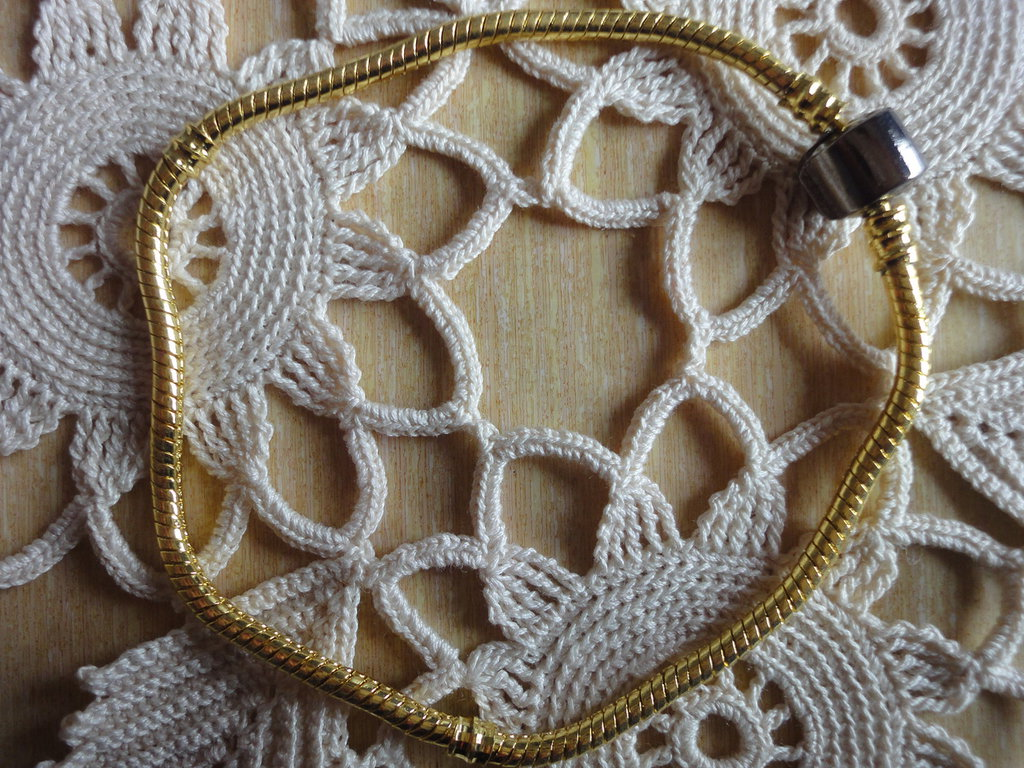 1 Bracciale color oro cm.23 x0,3 per perle foro largo
