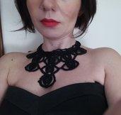Collana nera elegante ad uncinetto, regalo per lei, regalo di natale, gioielli fatti a mano