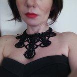 Collana nera elegante ad uncinetto con chiusura regolabile in argento, regalo per lei, regalo di natale, gioielli fatti a mano, collana da galà, collana da sera, pezzo unico