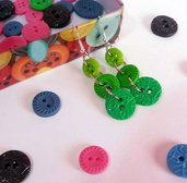 Orecchini con bottoni verdi