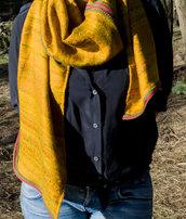 sciarpa tessuto damasco bordi rossi e verdi