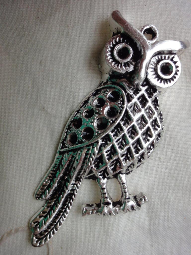 Ciondolo Gufo 7,0x30 cm. in metallo color argento