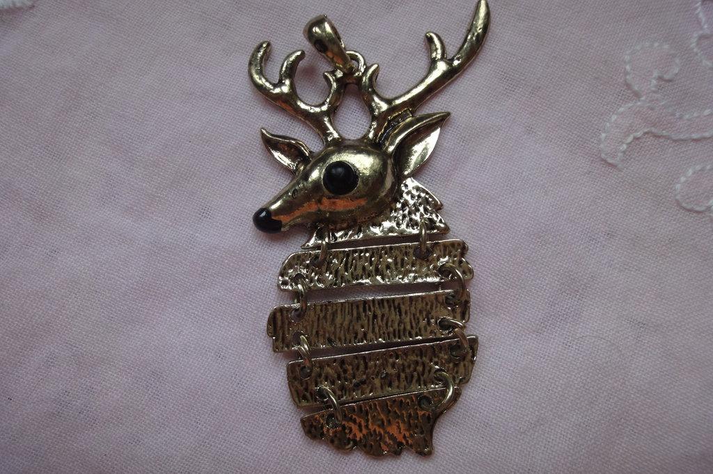 Ciondolo Cervo 8x4 cm. in metallo color oro