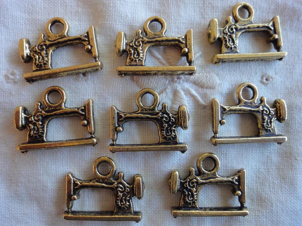 8 Ciondoli Macchine da Cucire in Metallo color oro antico