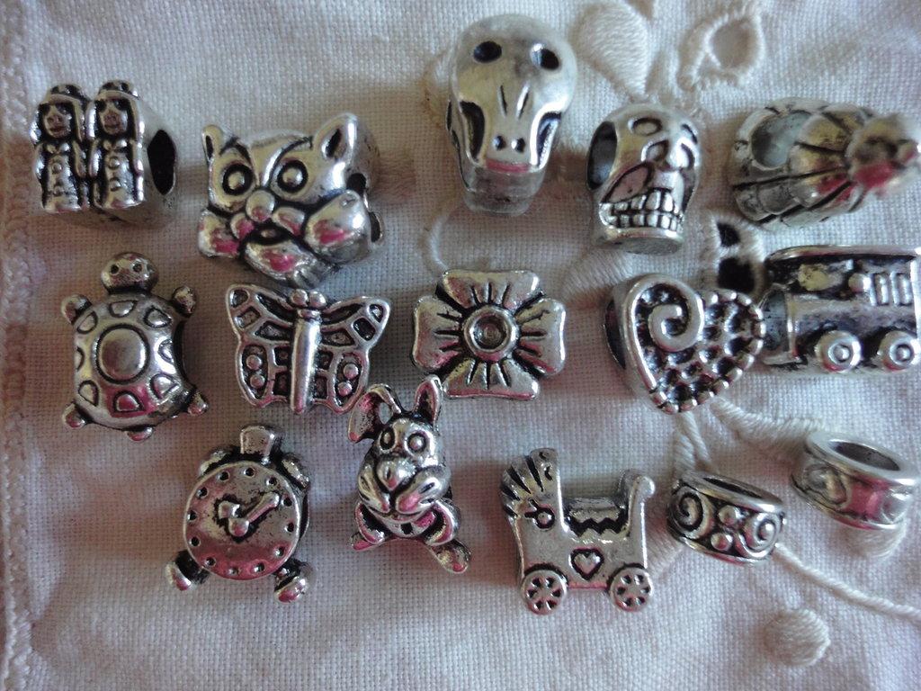 15 Perle foro largo PD color argento vari soggetti e misure