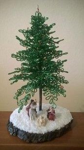 Meraviglioso Albero di Natale in perline con Presepe