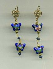 Orecchini pendenti con 2 farfalline in cloisonné blu cobalto