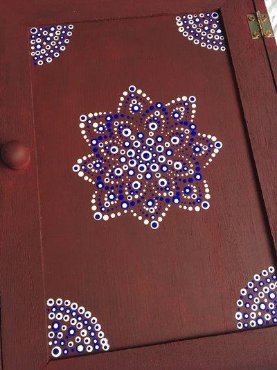 Portachiavi da parete in legno decorato con mandala per la casa e su misshobby - Portachiavi da parete design ...