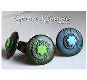 Anello regolabile con bottone in legno verde/blu