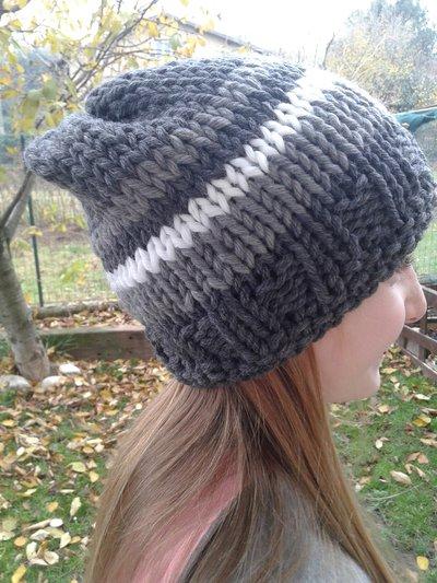cappello di lana lavorato ai ferri