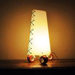 SAM ARANCIO - Lampada da tavolo con le ruote