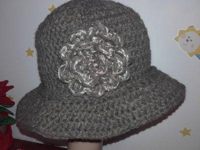 Cappello stile Cloche da donna, realizzato all'uncinetto