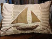 Cuscino con barca vela effetto seta, fatto a mano
