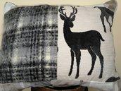 Grande cuscino patchwork con cervo in velluto e lana mohair fatto a mano