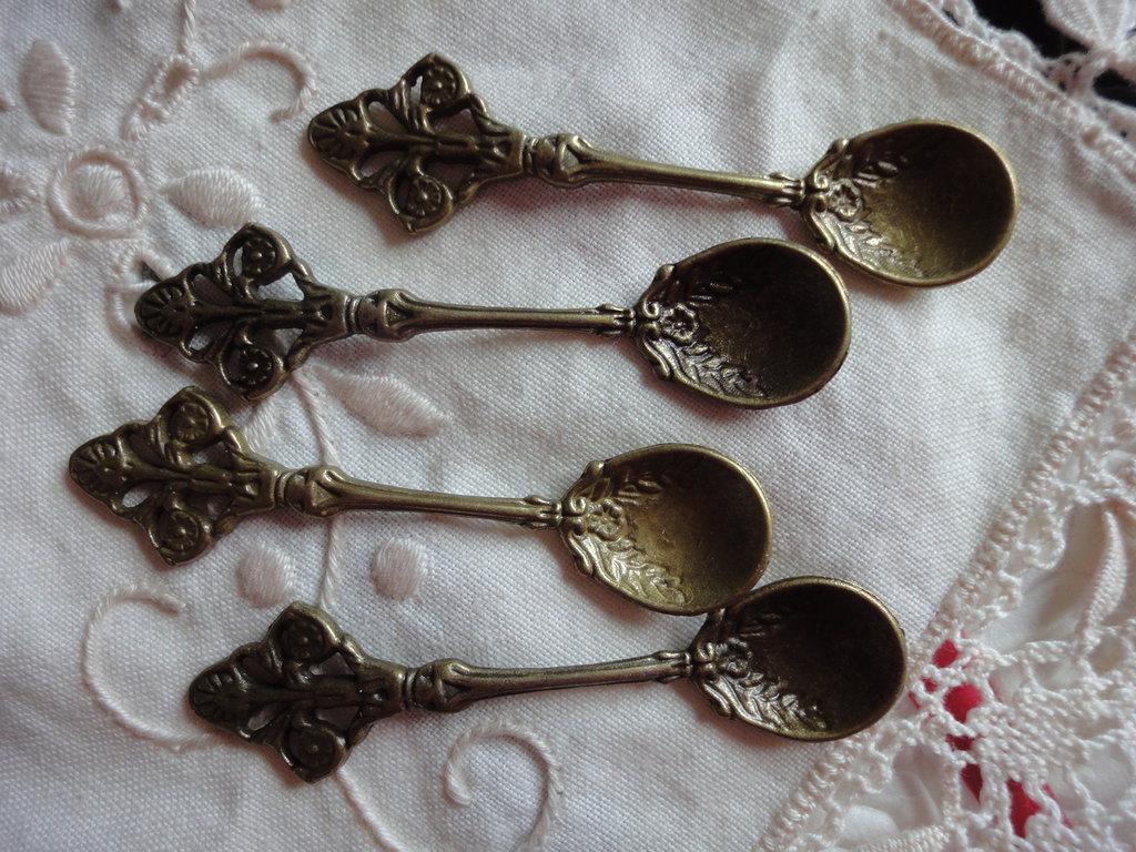 4 Cucchiaini in Metallo color bronzo 6 cm.