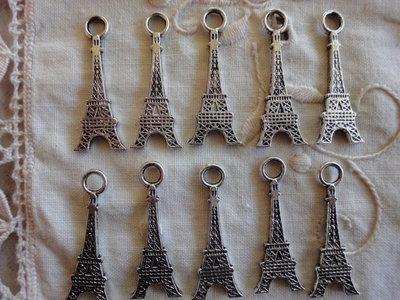 10 Torri Eiffel in Metallo color argento 32x12mm.