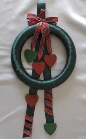 Ghirlanda Fuori Porta di Natale con fiocco e cuori in legno