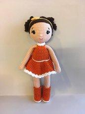 Bambola Lina con fiocco-bambola amigurumi-bambola imbottita-bambola morbida