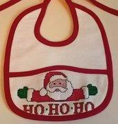 Bavaglino rosso Babbo Natale 3 ricamato a mano a punto croce