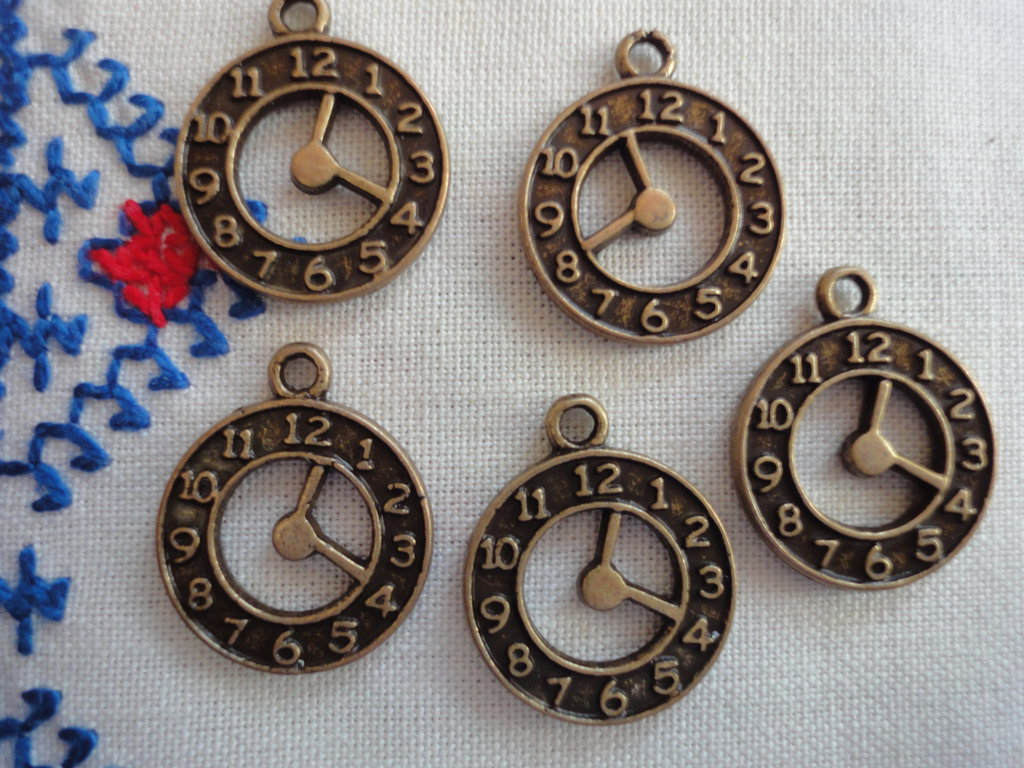 5 Orologi in Metallo color bronzo 21x18mm.