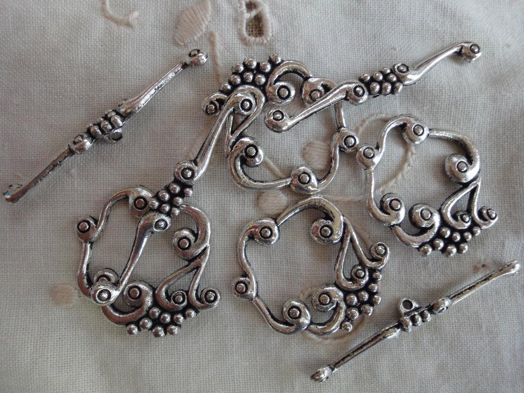 4 Chiusure metallo color argento 27x23mm.