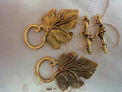 2 Chiusure metallo color oro 30x20 mm.
