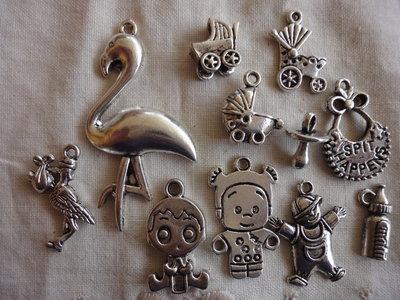 11 Ciondoli Neonato diversi in metallo color argento