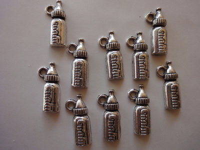 10 Ciondoli Biberon per Neonato in metallo color argento 17x8 mm.