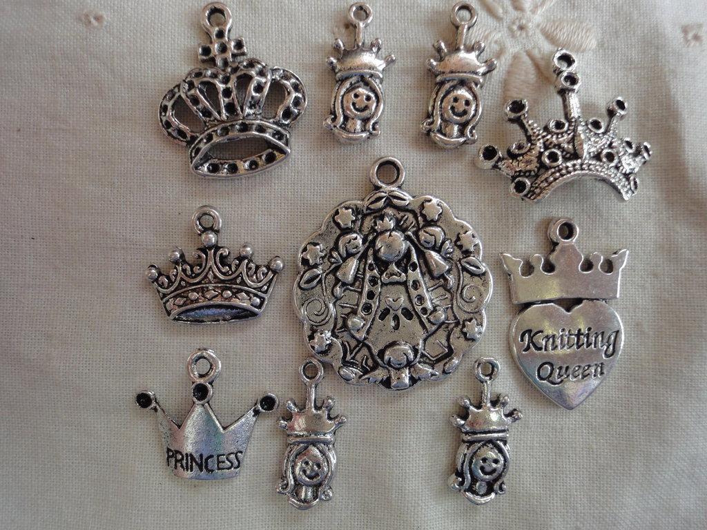 10 Ciondoli Corone 7 modelli diversi in metallo color argento