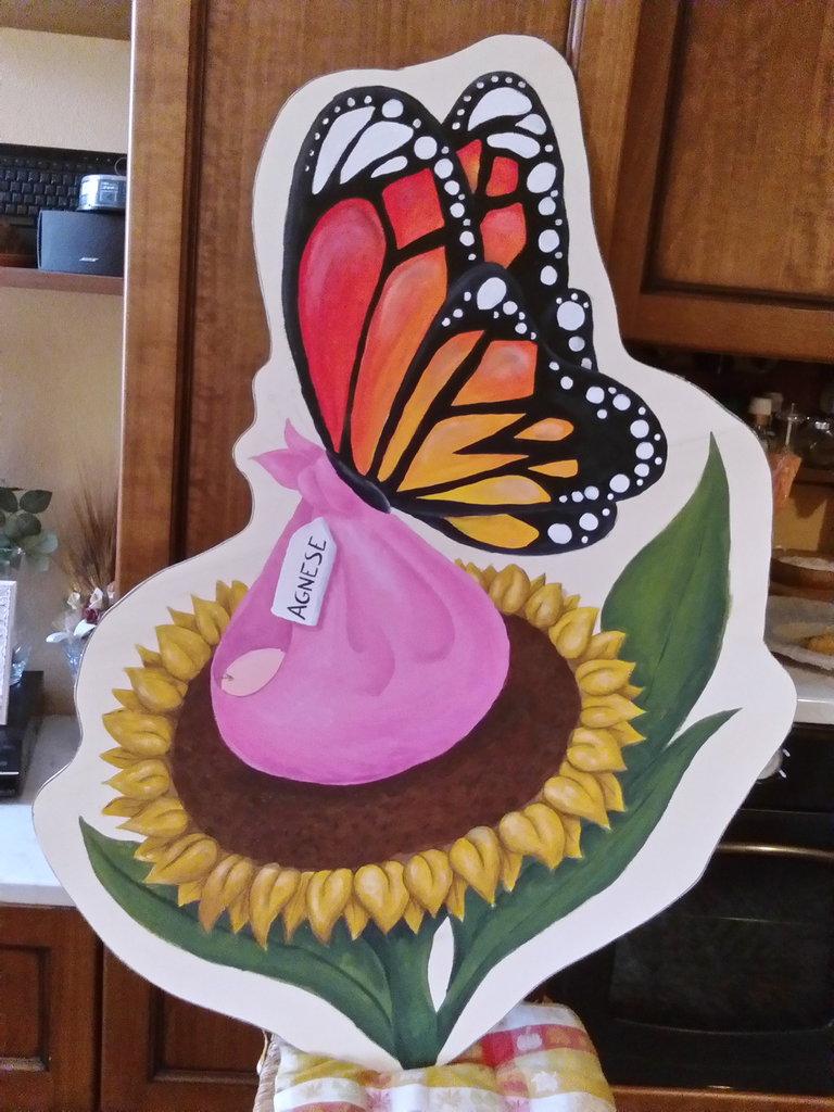 Cicogna alternativa - farfalla su girasole