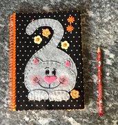 Quaderno con copertina con gatto di feltro