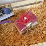 Sapone naturale di Provenza con fiore a crochet rosa, sapone bio, saponetta biologica