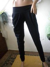 Pantaloni da donna realizzati in cotone con elastan