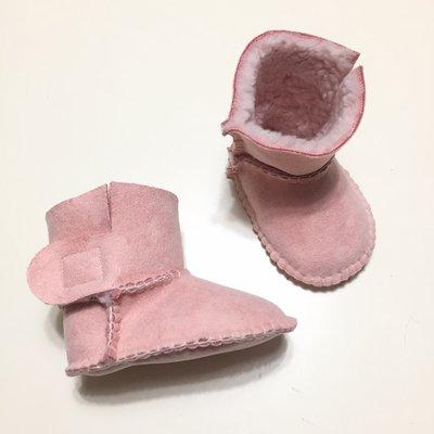 STIVALETTO in SIMIL PELLE scamosciato color rosa con interno in morbida pecorella sintetica bianca per neonato/a