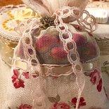 Sacchettino profumato con boccioli di rose essicati, sacchetto con rose