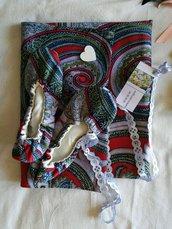 Pantofole di stoffa fatte a mano con cotone fantasia e sacchetto