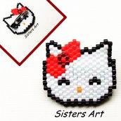 """Spilla """"Hello Kitty"""" realizzata con perline Miyuki delica"""