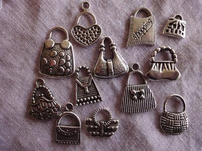 12 Ciondoli Borse diverse in metallo color argento