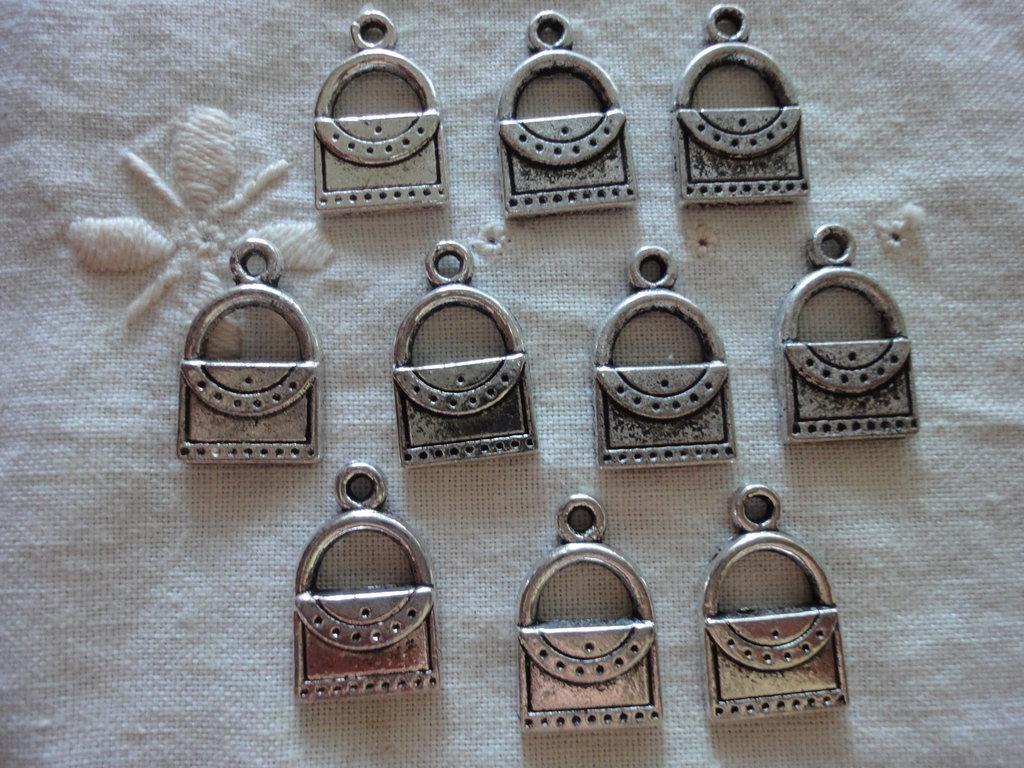 10 Ciondoli Borse a Cuore in metallo color argento 18x11mm.