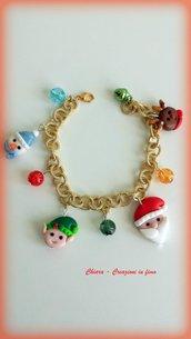 Bracciale in fimo natalizio, charms di natale, argilla polimerica, elegante handmade con motivi natalizi, regalo natale, per lei
