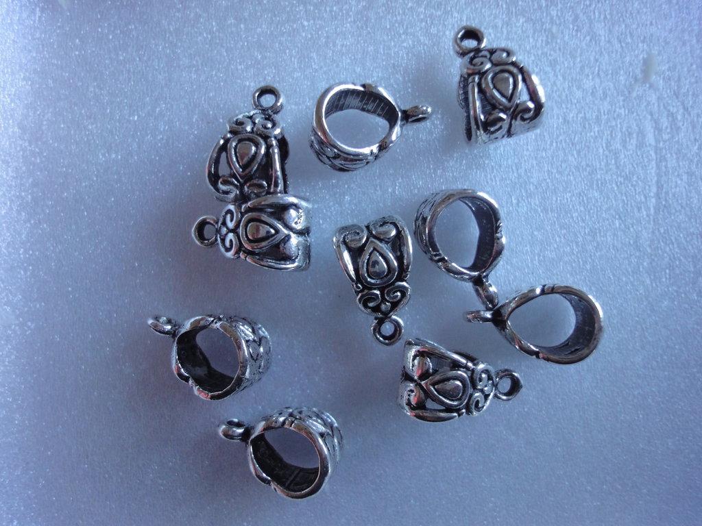 10 Connettori per bracciali o collane con anello per ciondolo metallo color argento 14x8mm.