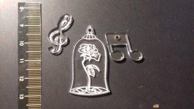 (445) La rosa di belle - ciondolo plexiglass trasparente